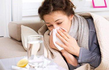 Какое лекарство при первых симптомах простуды у взрослых поможет остановить болезнь? | Деринат