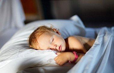 Как помочь, если ребенок сильно кашляет во сне? | Деринат