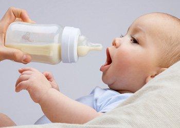 Чем кормить ребенка при температуре: советы врачей | Деринат