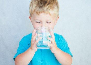 Как и чем правильно поить ребенка при ОРВИ и гриппе? | Деринат