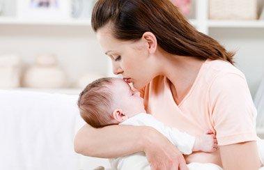 Ребенок болеет ОРВИ? Справиться с недугом помогут мамина любовь и Деринат! | Деринат