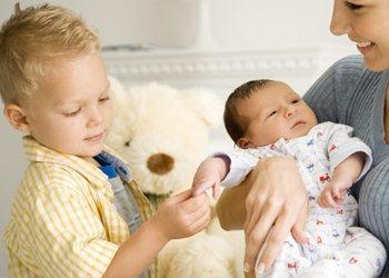 Старший ребенок заболел ОРВИ: как защитить младшего? | Деринат