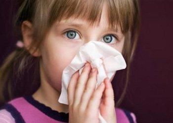 Как выбрать противовирусные детские капли в нос для борьбы с болезнью? | Деринат
