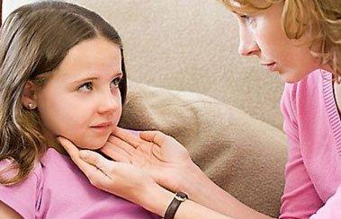 Полезные советы мамам, если у ребенка часто болит горло | Деринат