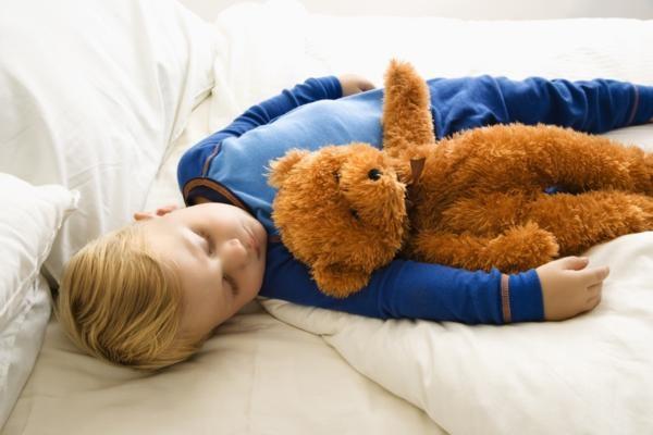 Как облегчить дыхание ребенка во сне?