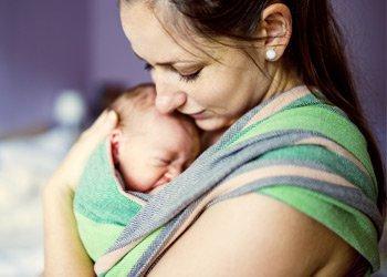 Новорожденный ребенок чихает часто: что делать маме? | Деринат