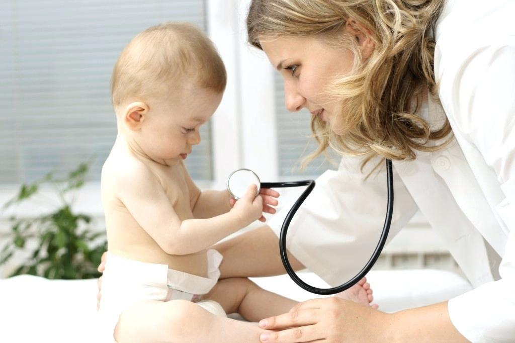 Первая простуда грудничка: как помочь крохе выздороветь? | Деринат