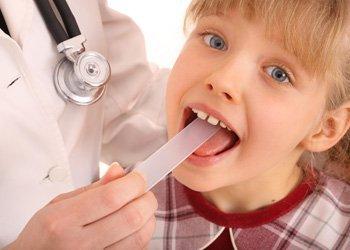 Деринат У ребенка болит горло и белый язык: что предпринять?