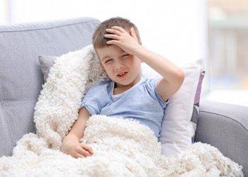 Почему у ребенка сильно болит голова при насморке? | Деринат