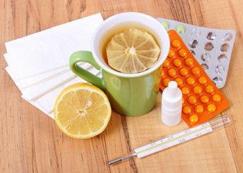 Способы лечения гриппа и ОРВИ у взрослых: препараты из аптеки и народные рецепты | Деринат