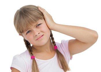 Деринат Скорая помощь ребенку: что делать, если ухо заложило и болит при насморке?