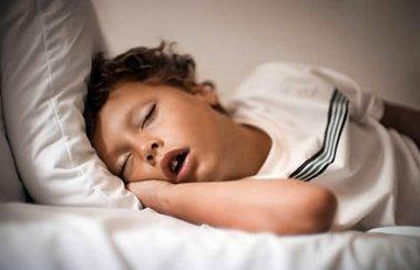 Деринат Что делать, если ночью у ребенка заложен нос: советы маме