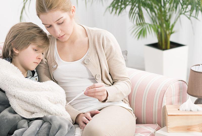 Лечение простуды в домашних условиях: как быстро выздороветь и избежать осложнений?
