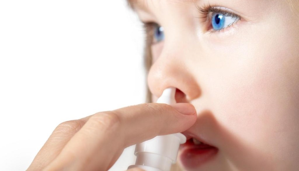 Как лечить долго не проходящий насморк у ребенка?